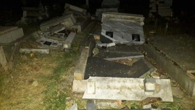 Демолирани 27 надгробни плочи во с. Љуботен image